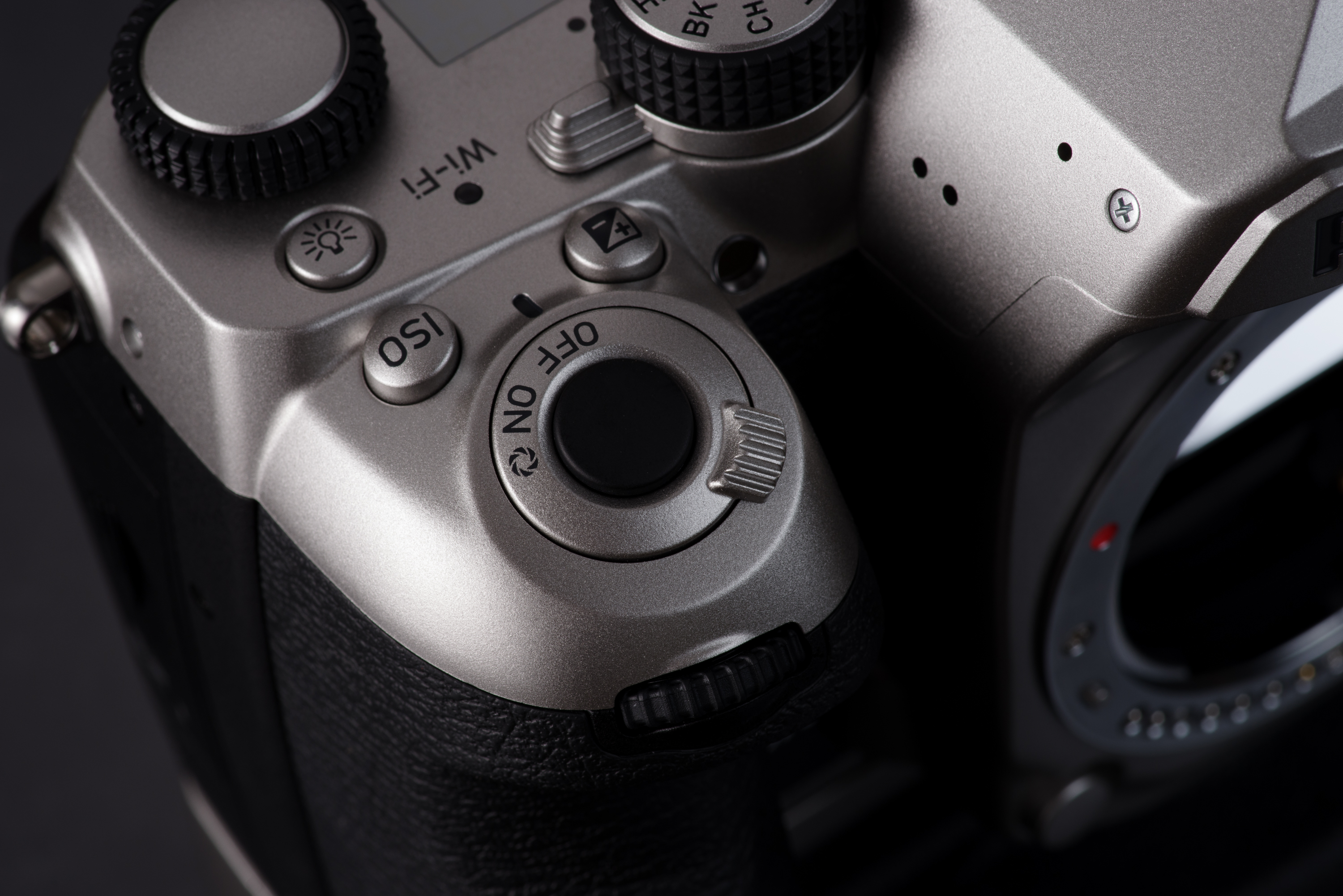 Pentax K1_Silver_Edition_1